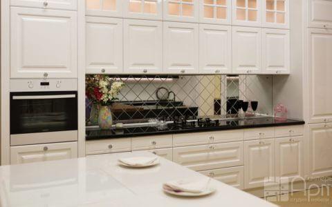 Фото белой кухни с островом