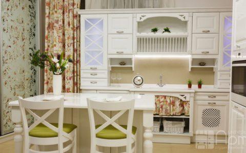 Фото кухни в классическом стиле белого цвета