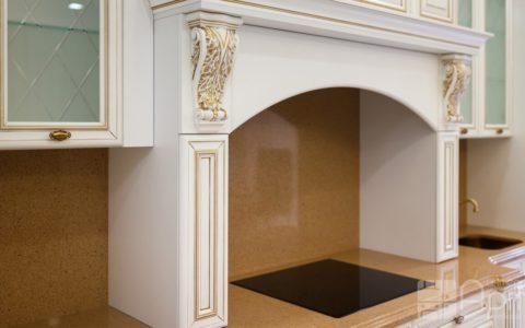 Фото кухни в классическом стиле с порталом