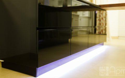 Фото кухни в стиле хайтек с подсветкой