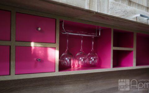 Фото кухни в стиле модерн с розовыми элементами