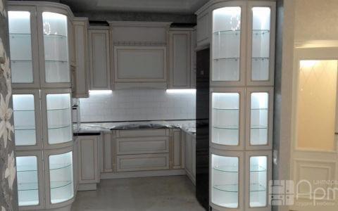 Фото кухни с закругленными фасадами